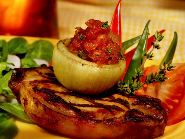 Recipe — Pork Chops with Onions Caramelized in Maple Syrup