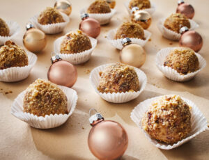 Cheesecake Balls in a Maple-Nut Crumble